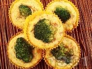 Солени царевични мъфини с броколи и шунка
